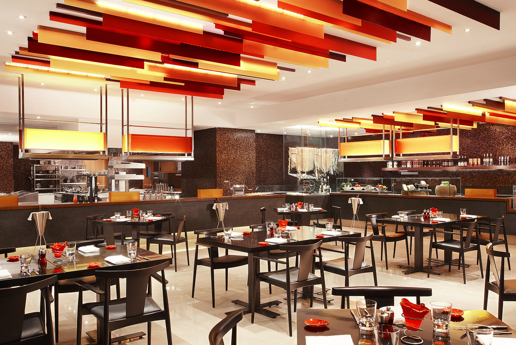 """contemporary dinnerware"", ""contemporary glass dinnerware"", ""modern dinnerware"", ""glass dinnerware', ""Glass Studio"", ""Prego restaurant"", ""Westin Mumbai Garden City"""