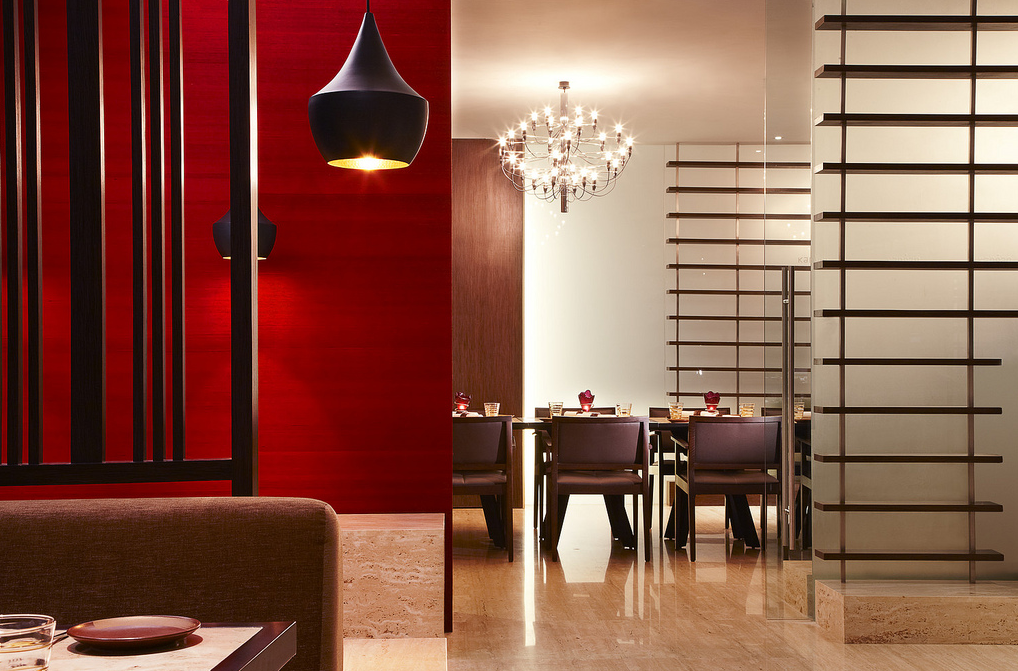 """red dinnerware"", ""red glass dinnerware"", ""glass dinnerware"", ""Glass Studio"", ""Kangan restaurant"", ""Westin Mumbai Garden City"""