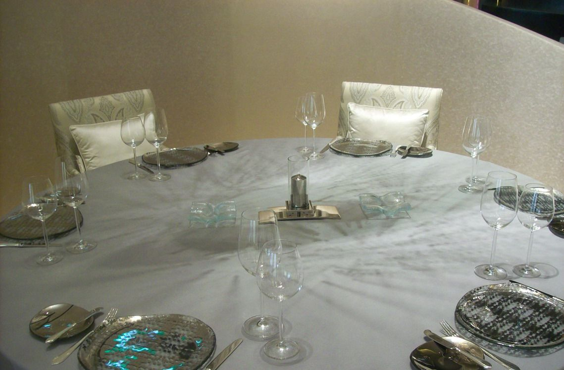 Blue dinnerware table setting belon banyan tree macau for On the table restaurant