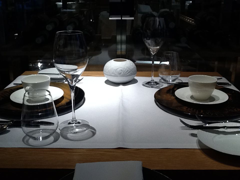 """table setting"", ""table set up"", ""restaurant"", ""setting a table"", ""Glass Studio"", ""Max on One"", ""Jumeirah Frankfurt"""