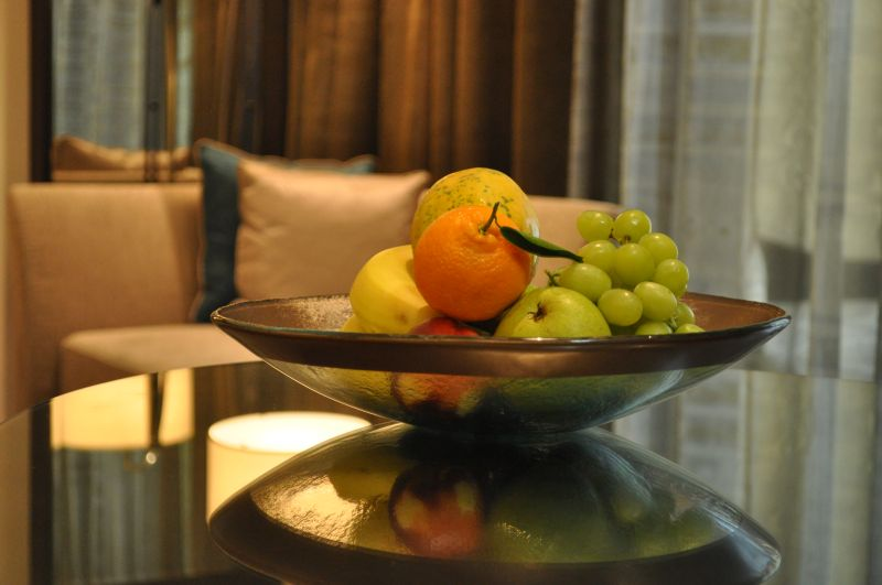 """fruit bowl"", ""fruit dish"", ""glass bowl"", ""amenity"", ""room amenities"", ""hotel amenities"", ""Glass Studio"", ""Park Hyatt Abu Dhabi"""