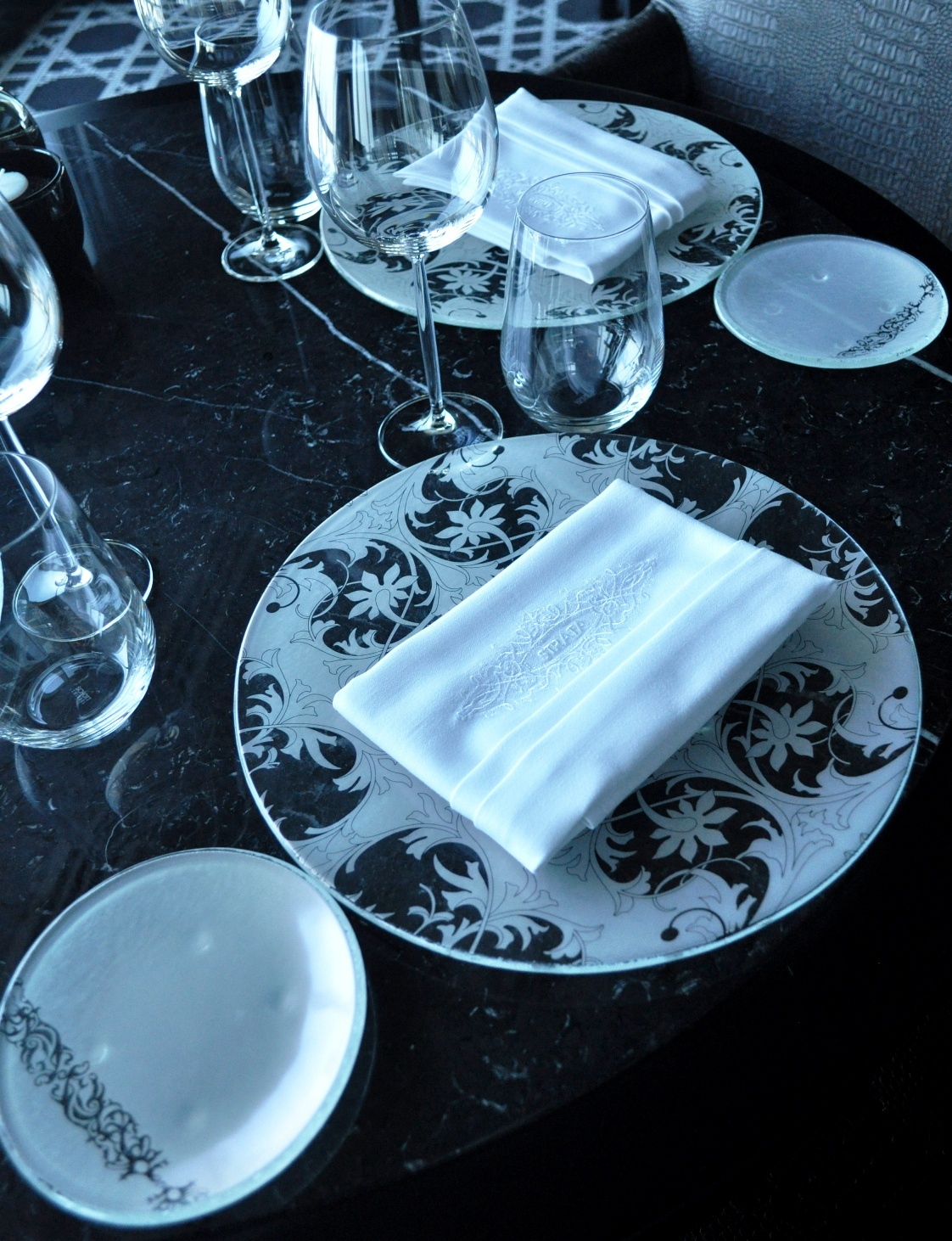 """plate design"", ""plate designs"", ""dinnerware designs"", ""dining plates"", ""glass plates"", ""Glass Studio"", ""Strata"", ""InterContinental Doha City"""