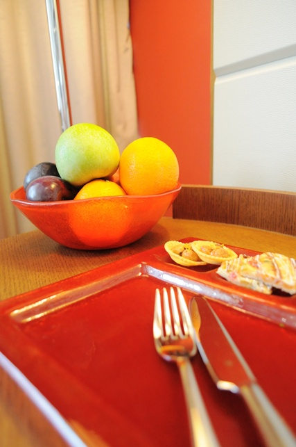 room amenities, fruit amenity, welcome amenity, hotel amenity, Glass Studio, Crowne Plaza Doha