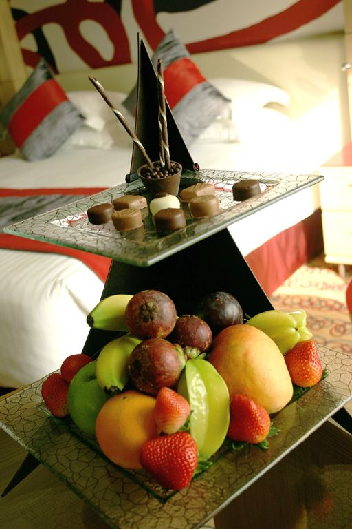 room amenity, guest amenity, fruit amenity, chocolate amenity, welcome amenity, fruit stand, Glass Studio, Radisson Blu
