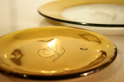gold plate, gold dinnerware, golden dish