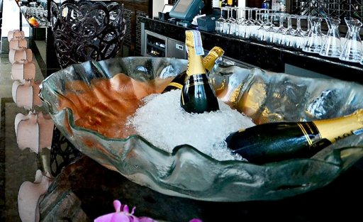 serving champagne, champagne bucket, champagne holder, champagne service, ice bucket, banqueting service, Glass Studio